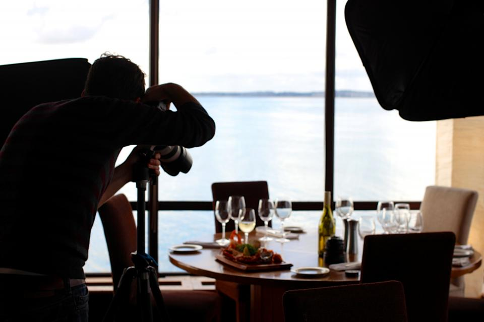 wine table plates photography photographer glasses food dinner chairs camera