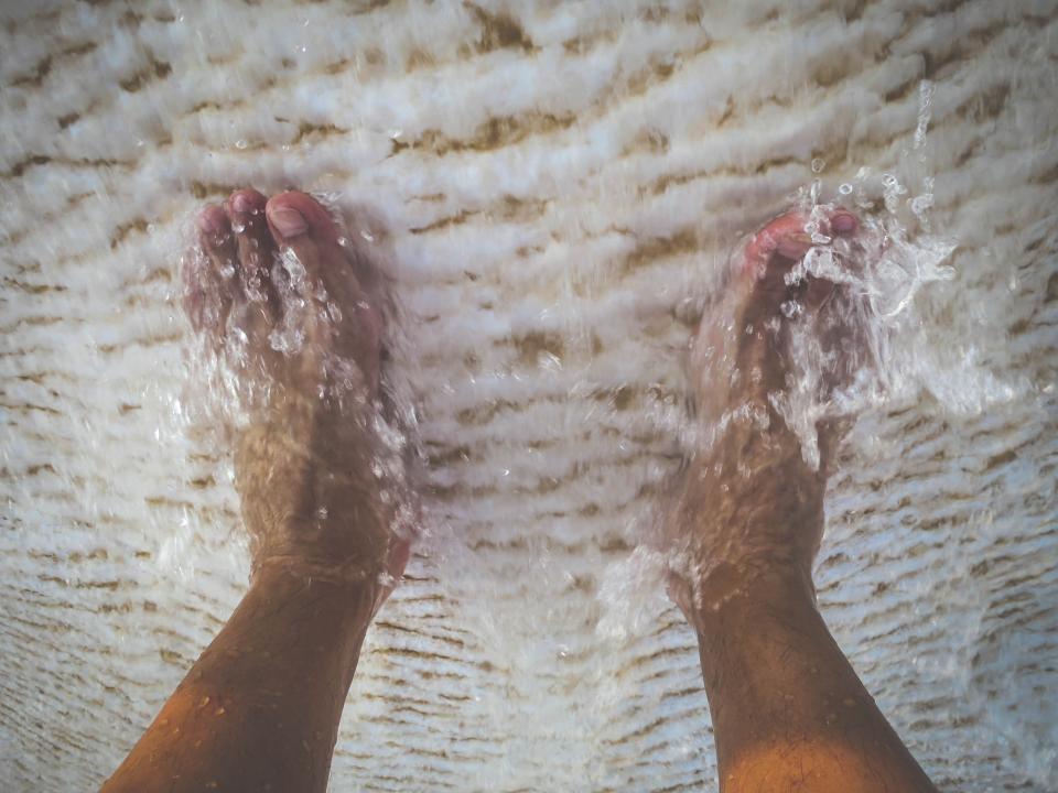 wet water wash toes foot feet