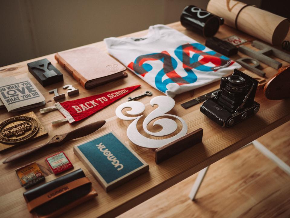 wood tshirt trinkets table plaques notebook mug memorabilia flag displays camera
