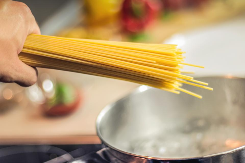 spaghetti pot pasta kitchen italian food cooking boilingwater