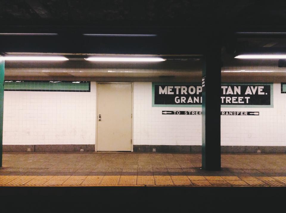 urban transportation subway station platform NYC NewYorkcity Metropolitanave