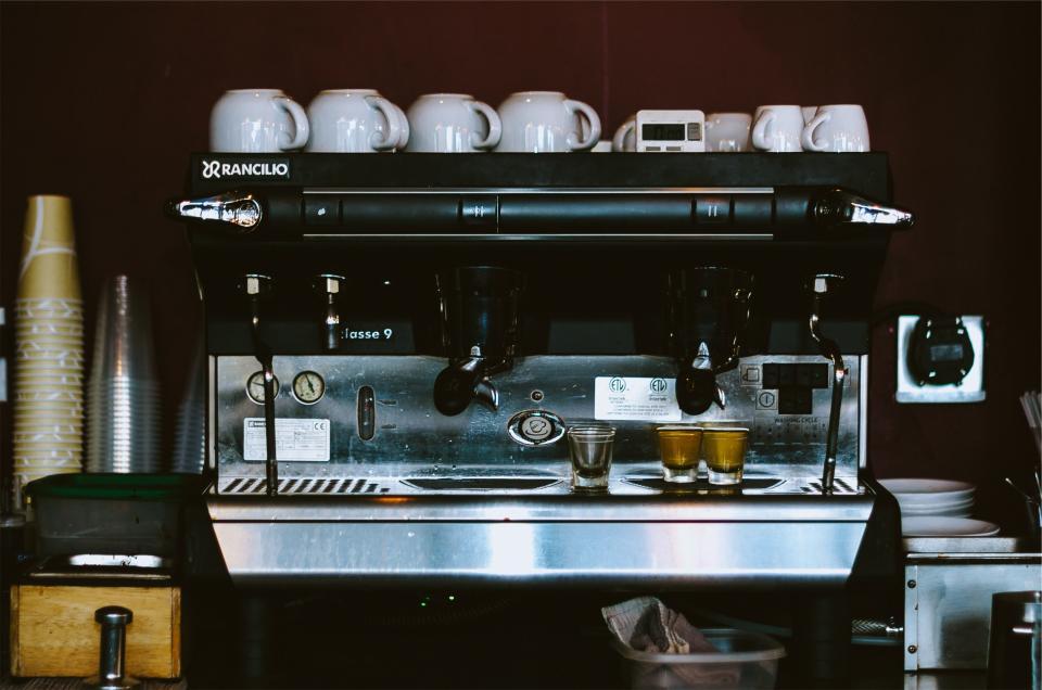 restaurant kitchen espressomachine equipment cups coffee cafe